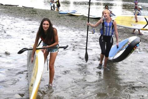 paddle board girls