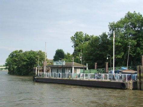 Kew Pier, starting point for the Thames Cruise